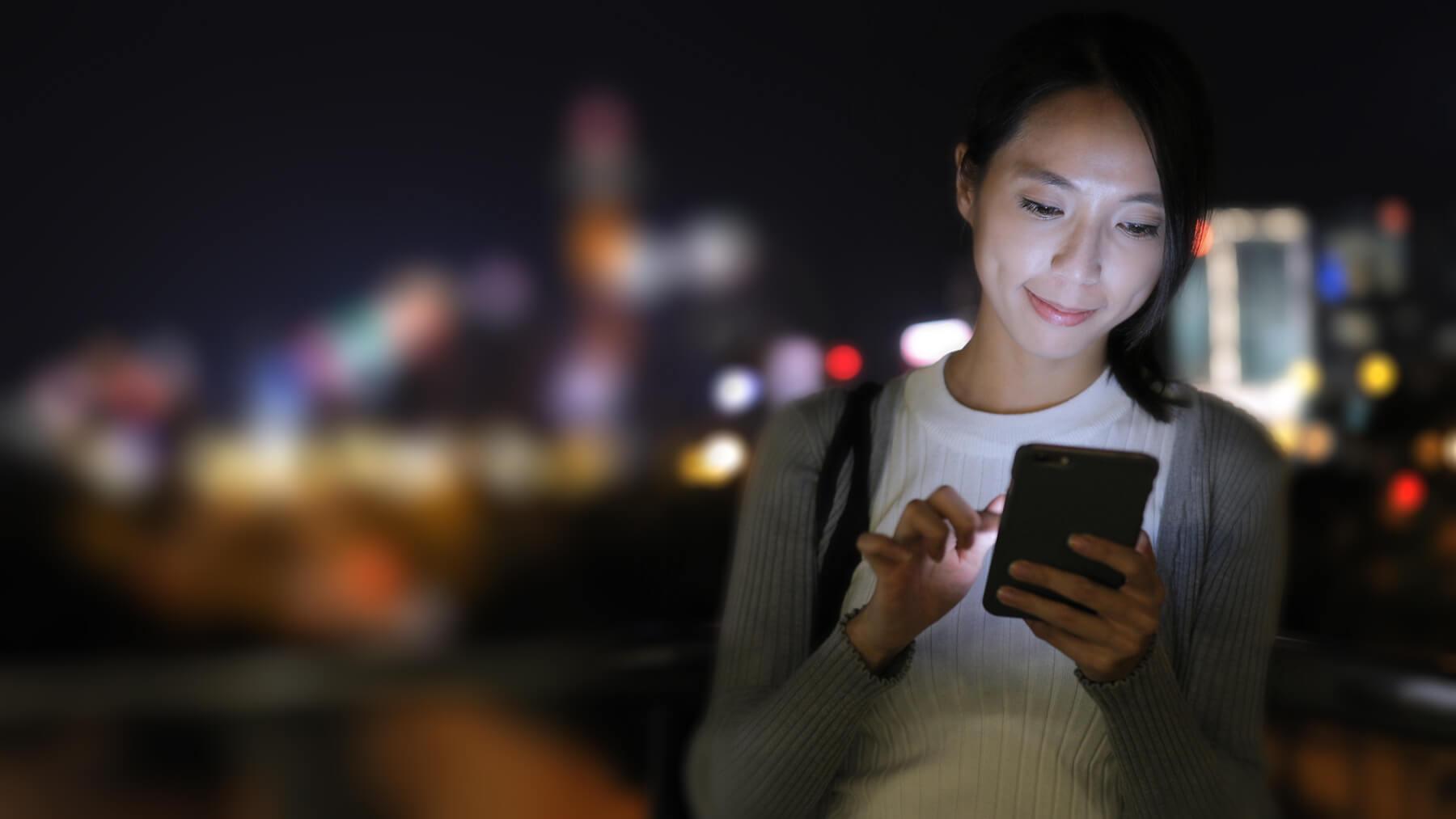 girl-with-digital-blur